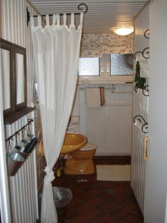 Bad von Wohnung A