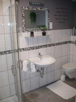 Bad von Wohnung B